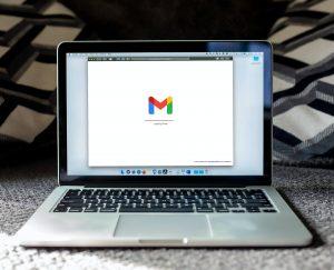 Come salvare un contatto email su Gmail, Outlook, Yahoo e sul Mac